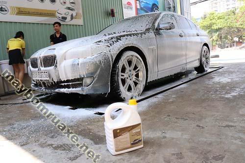 Dung dịch rửa xe ô tô không chạm bảo vệ lớp sơn của xe