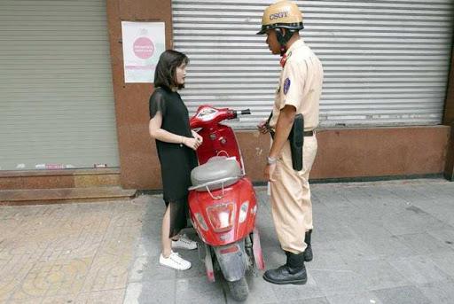 Tiến hành đăng ký xe, lắp biển cũng như tuân thủ luật khi tham gia giao thông