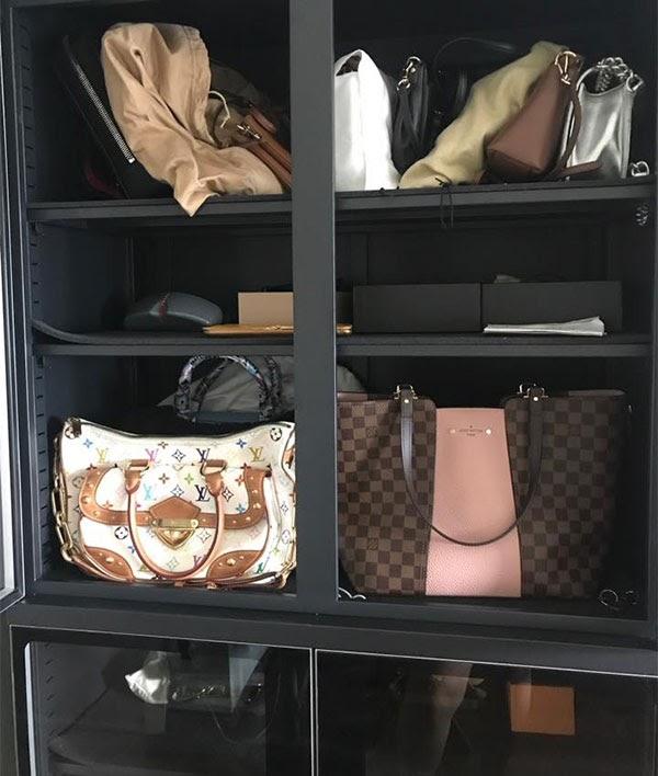 Bảo quản quần áo an toàn trong tủ chống ẩm