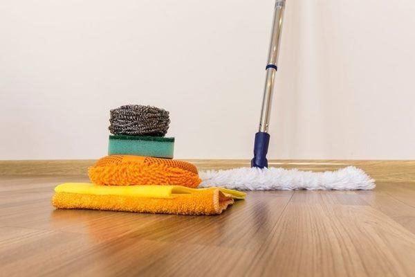 cách khử mùi ẩm mốc trong phòng