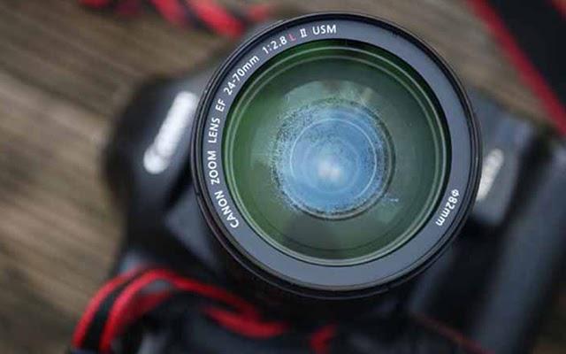 Biểu hiện của ống kính máy ảnh bị mốc