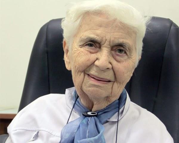 Dr. Ruth Pfau là ai